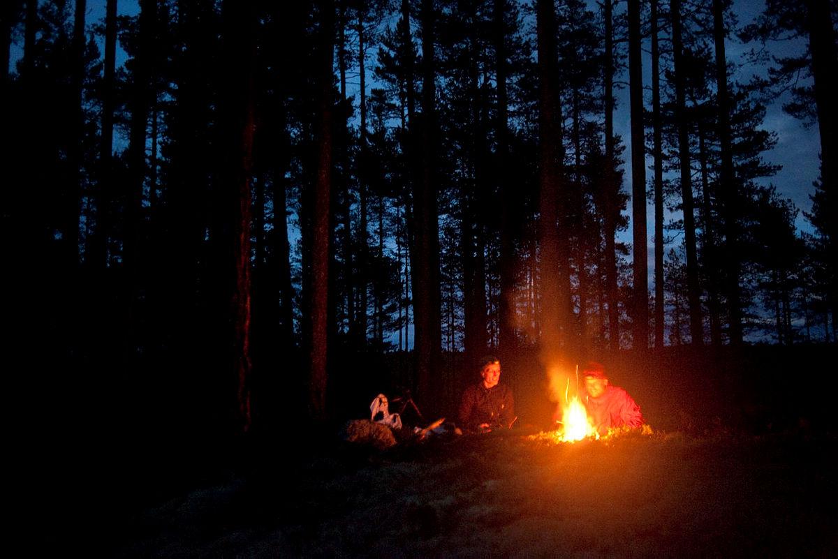 Julegavetips nr. 1: Inviter på bålkos og middag eller lunsji skogen