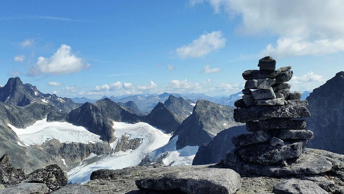 Storslått panoramautsikt fra Soleibotntind.