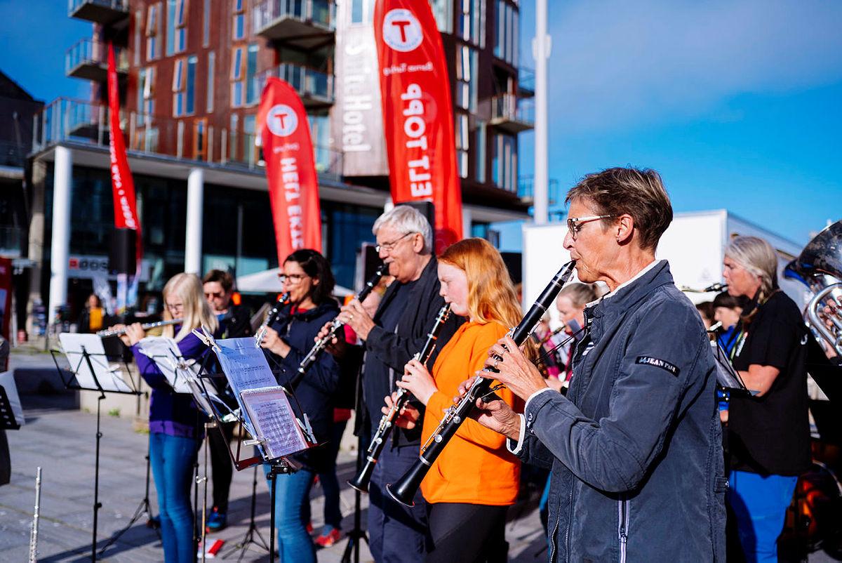 Svolvær Musikkforening underholdt
