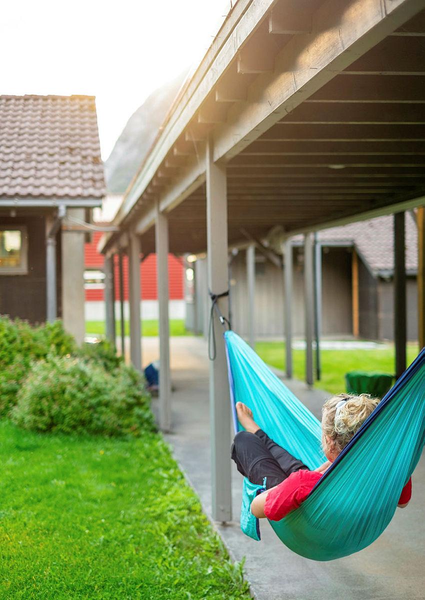 LAVE SKULDRE: Det er enkelt å finne roen under fjellene i Lysebotn.
