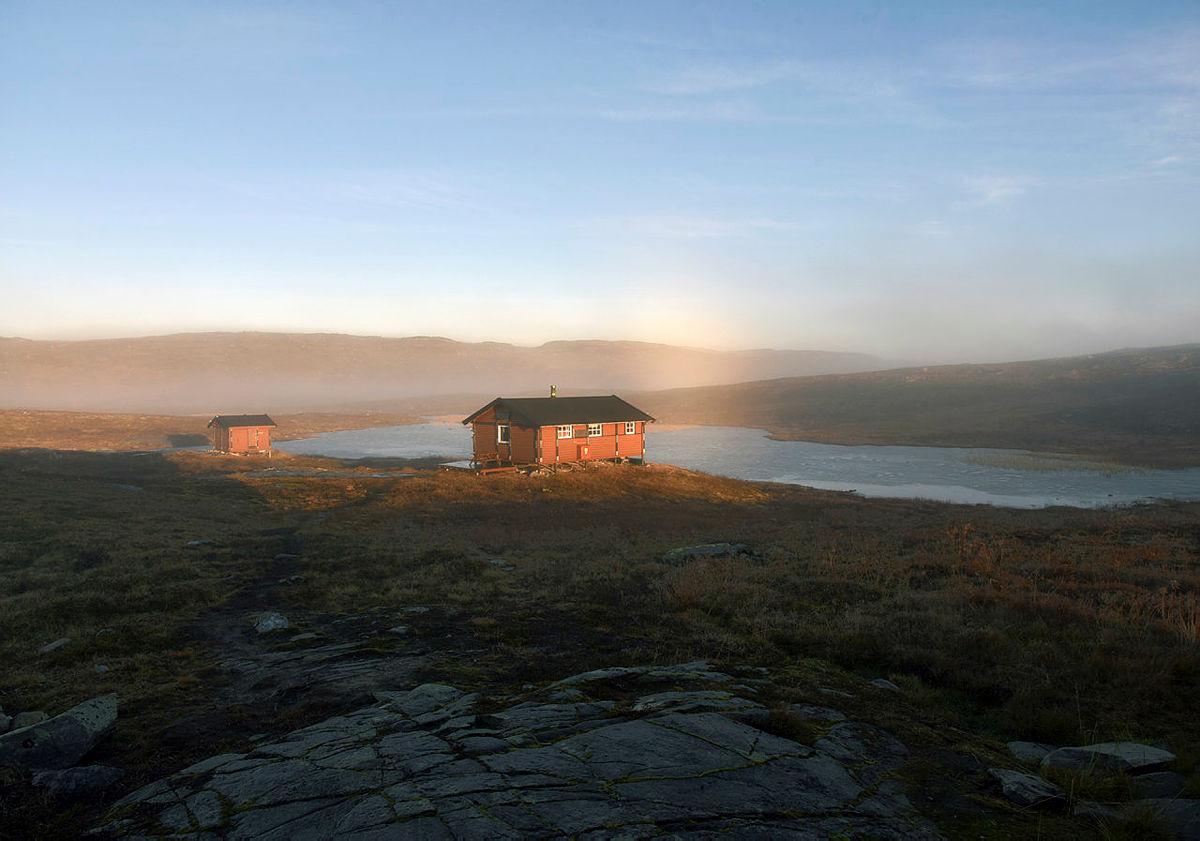 En ukes tur hytte til hytte i Saltfjellet Svartisen Nasjonalpark, oktober 2016. Børvatnet, Lurfjellhytta, Lurfjell, Børvasstindene, Tverrbrennstua, Beiarfjellet, Bjøllåvatnet, Bjellåvasstua, Midtistua.