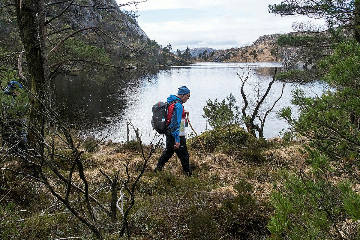 Ravnafjellet rundt. Turen går fra p-plass ved Eikelivatnet på Horve, via Fløysviktjørna til Ravnafjell.