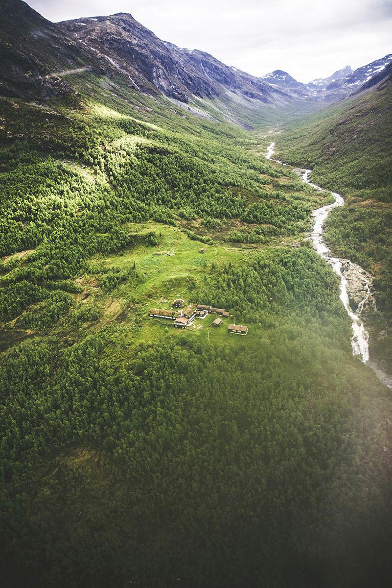 Alt ligger godt til rette for bygging av mikrokraftverk ved Skogadalsbøen, med elva såpass nærme.