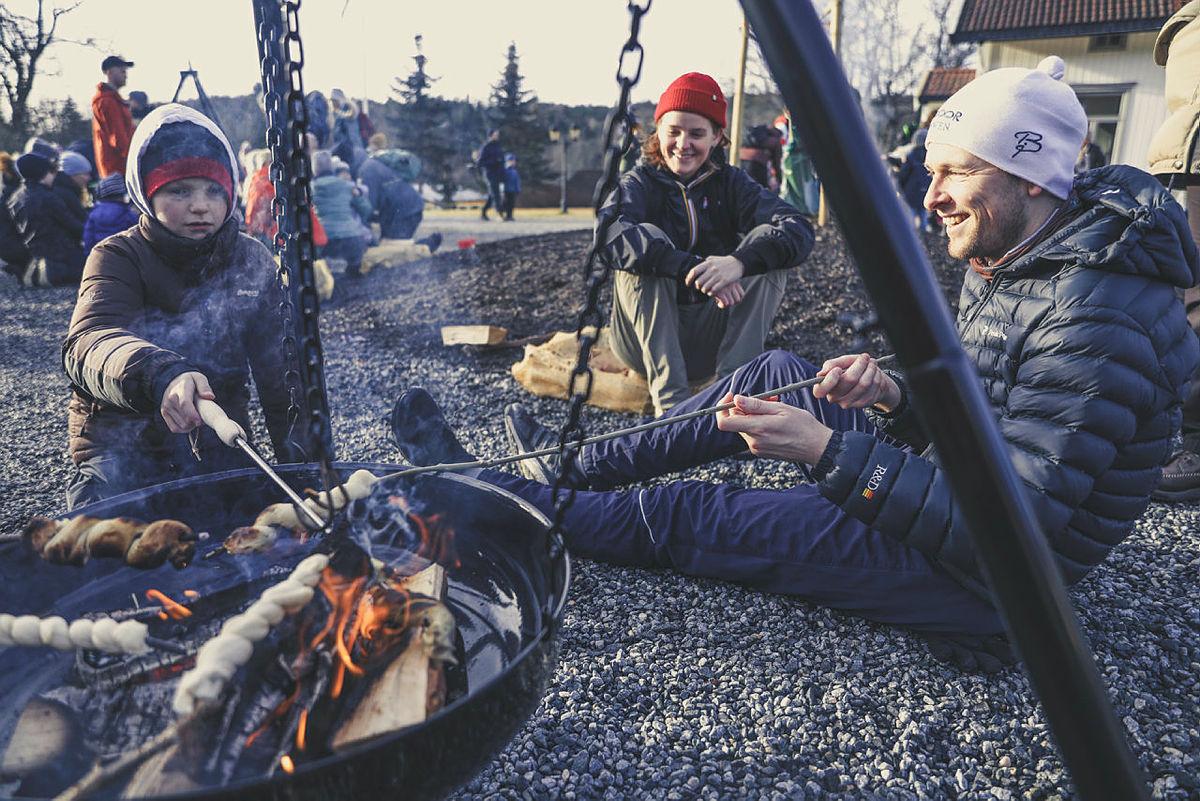 Ta en pause ved bålpannene på Breivoll Gård.
