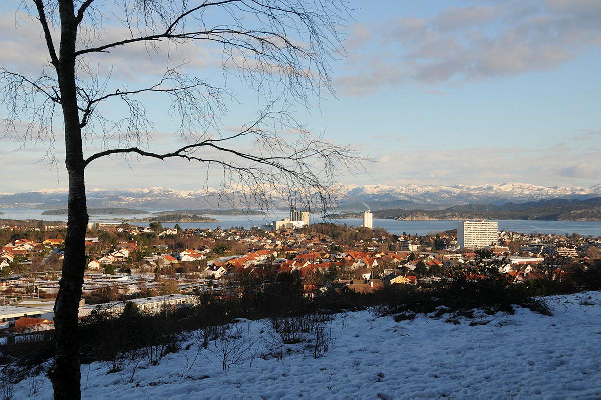 Auglendshøyden med utsikt mot Ryfylke og byen.