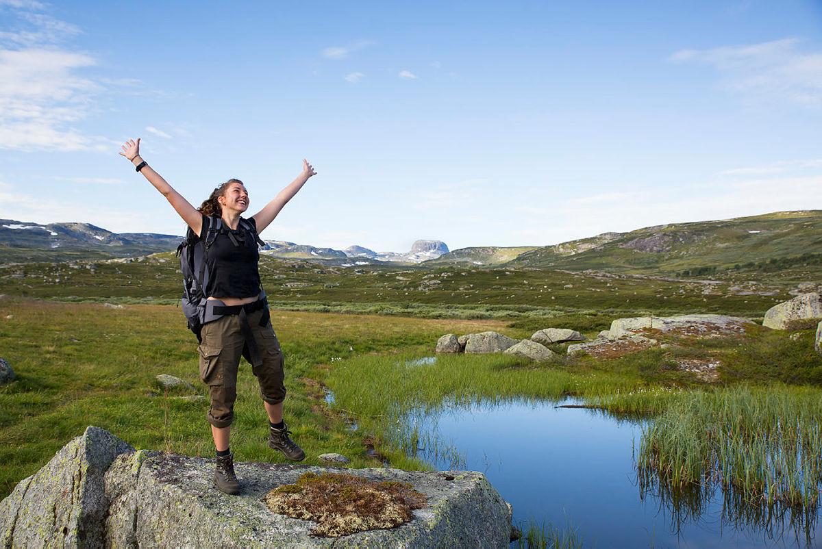 Forskere mener naturen kan lære oss strategier for å tåle belastninger i livet. Når vi møter stress og livskriser, kan vi bruke naturen som buffer som tar av for de verste støtene, skriver Dragland i «Slik påvirker naturen oss».