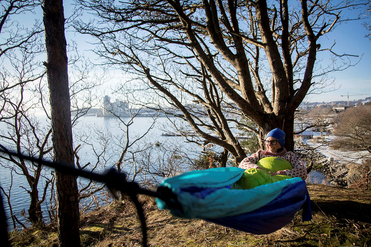 Kaja Raa Storaker, daglig leder i Tursenteret, gir deg hennes beste tips til en god natts søvn utendørs i vinter.