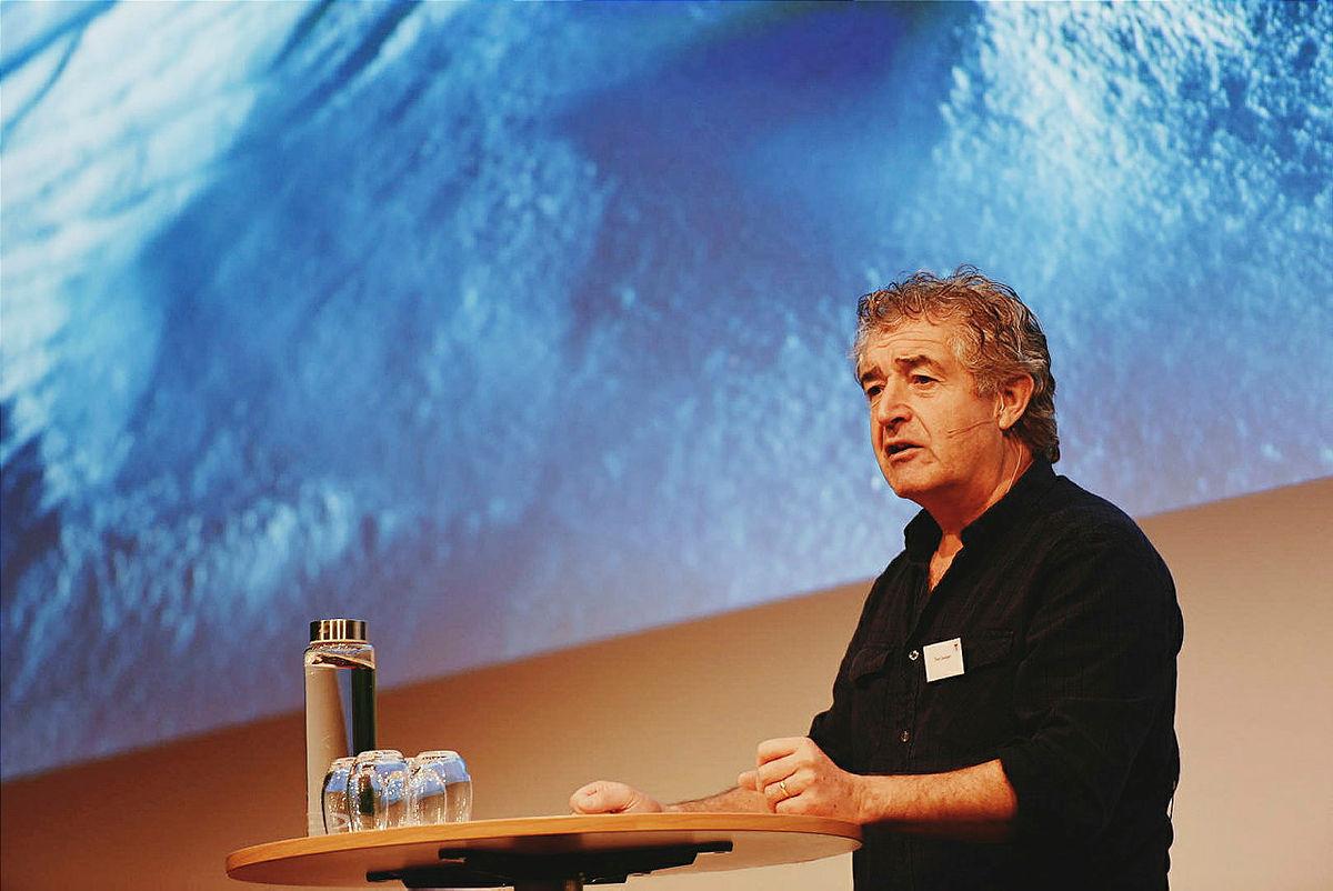 – Hvorfor tillater vi at klimaendringene når det fins så gode alternativer, spurte Tony Juniper.