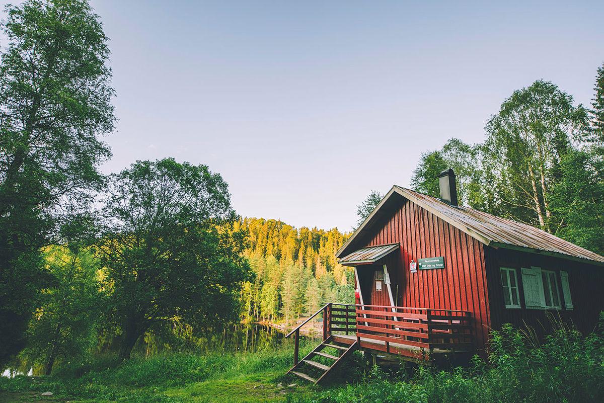 Røyrivannskoia i Østmarka i Oslo er første hytte ut til å få skiftet eksisterende ovn med en ny fra Norsk Varme. Hytta kan nås til fots eller med kano fra Losby.