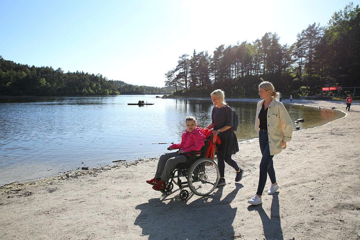 Det blir tid til en liten tur også. Friluftsliv tilrettelagt for utviklingshemmede (FTU) ved Tennebekktjørna.