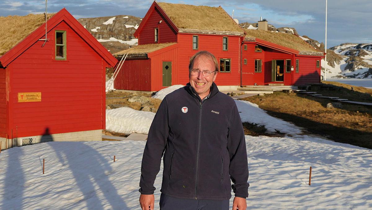Bestyrer John Anton Nilsen ønsker deg velkommen til en ny sesong på Stranddalen turisthytte.