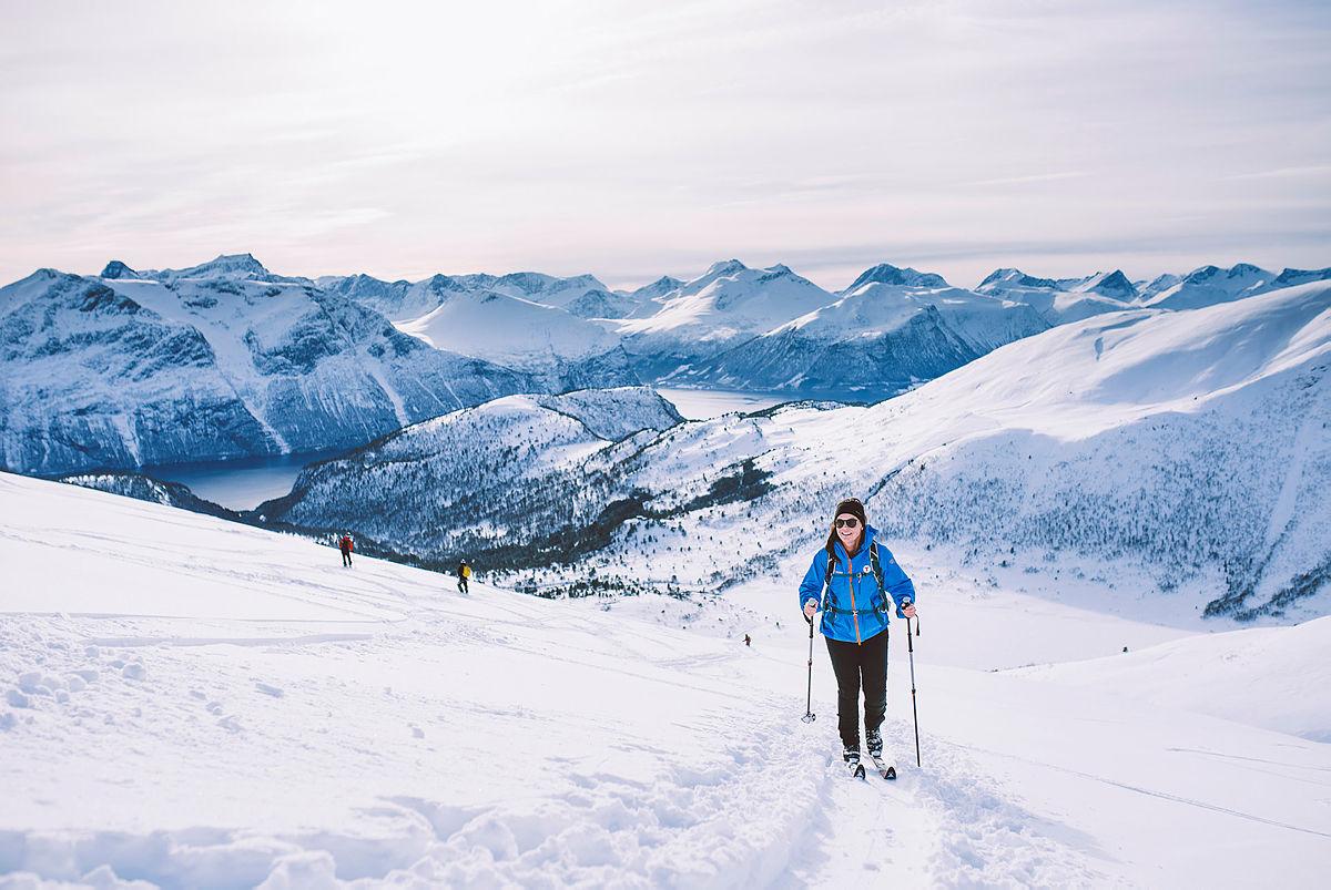 Til topps i Romsdalen med fjellski.