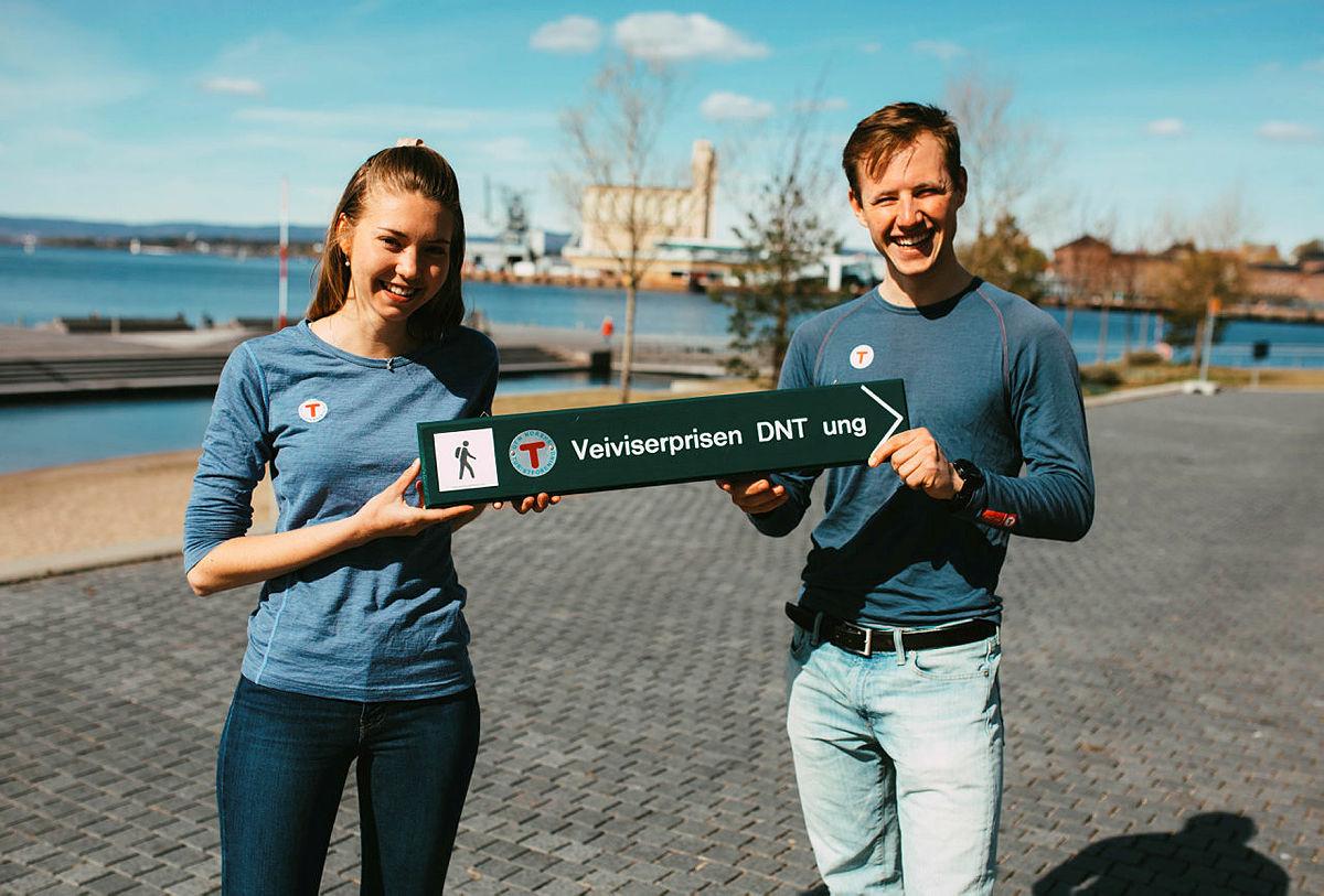 Styreleder i DNT ung Oslo,  Josephine Kjelsrud med nestleder Mathias Dudek på Sørenga.