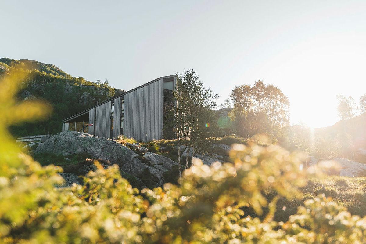 Barnas Turlag sin tur går blant annet innom fantastiske Kvitlen turishytte.