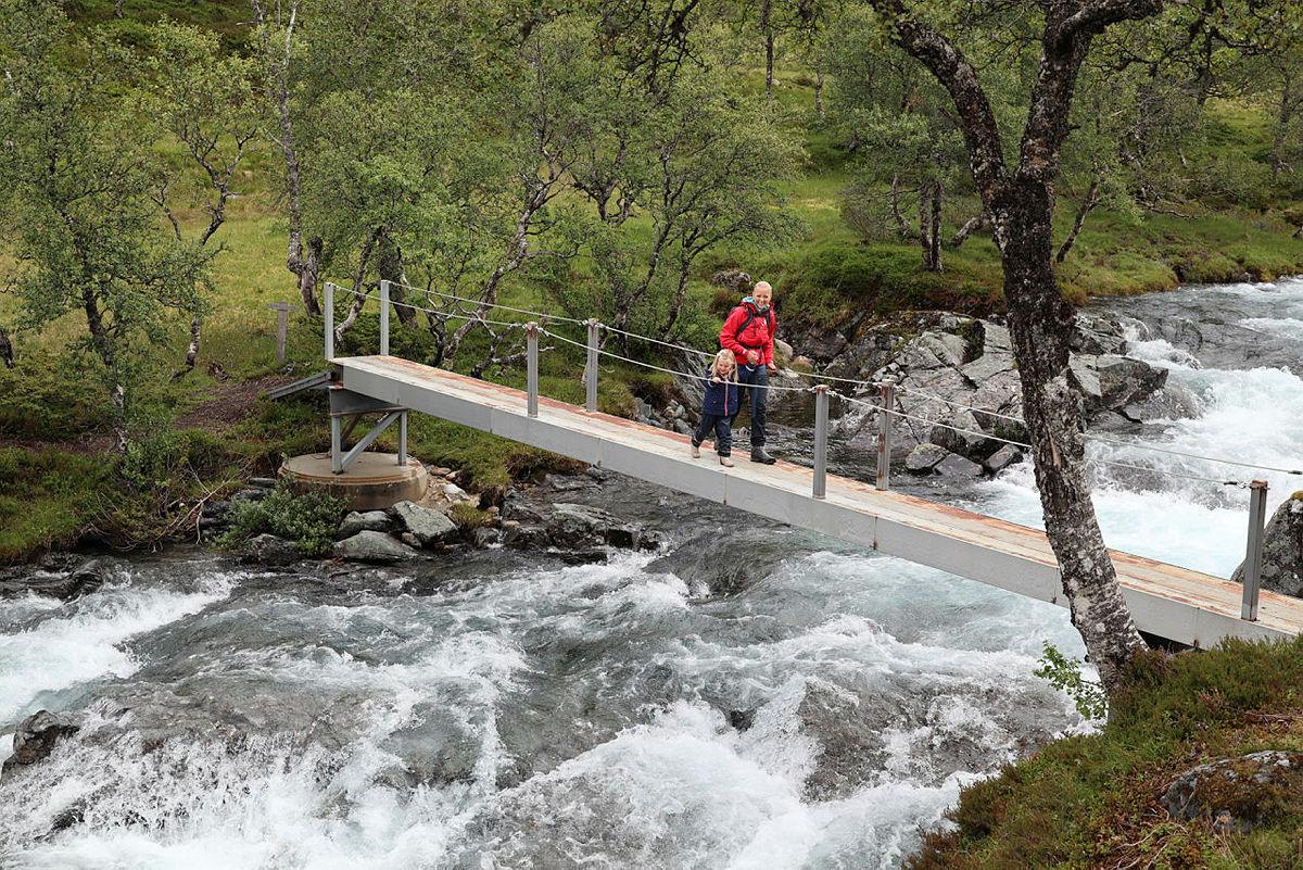 Sjekk på kartet om det er bro langs stien der du skal gå.
