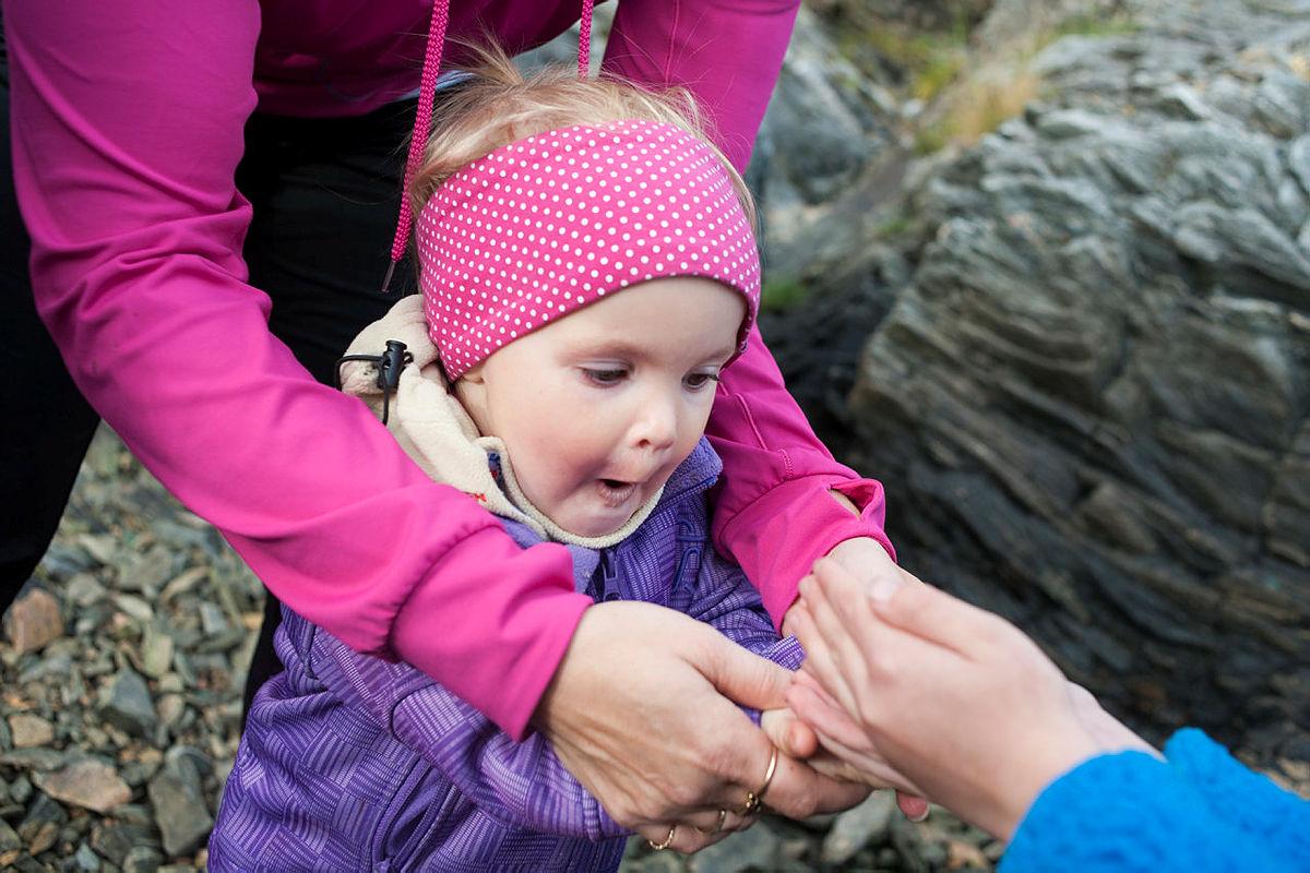 Lek med Barnas Turlag Ytre Nordfjord. Foresatte har gitt tillatelse til bruk.
