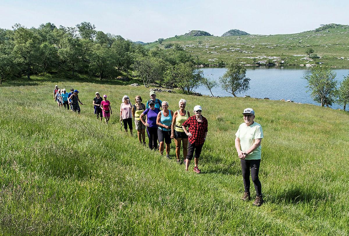 Turkafe på Gramstad. Turen gikk nordover i åpent landskap forbi Revholstjørn og over Fjogstadnuten.