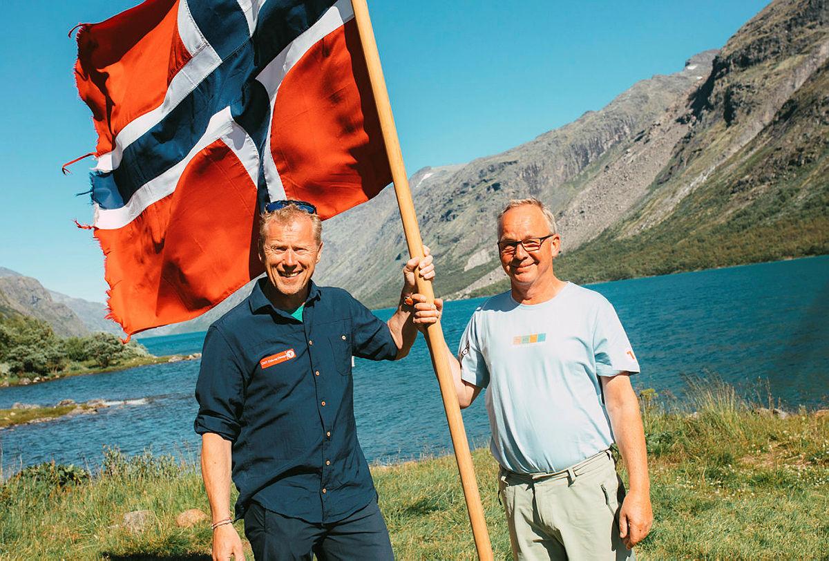 Mottakelse av gjester på Festbåten til Gjendebu 150 år. Bestyrer Lars Åge og Daglig Leder i Oslo og Omegn, Henning Hoff Wikborg