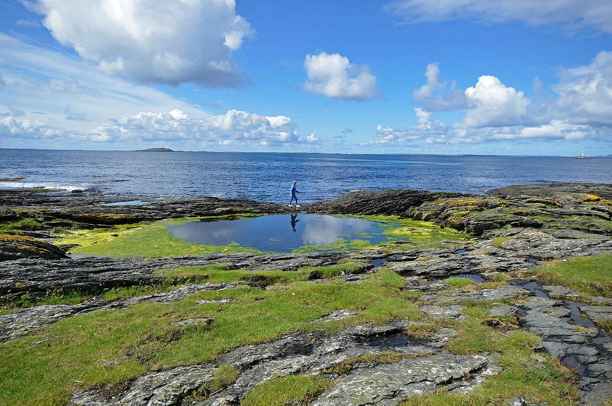 Opplev idylliske berg i havgapet ved Tungenes.
