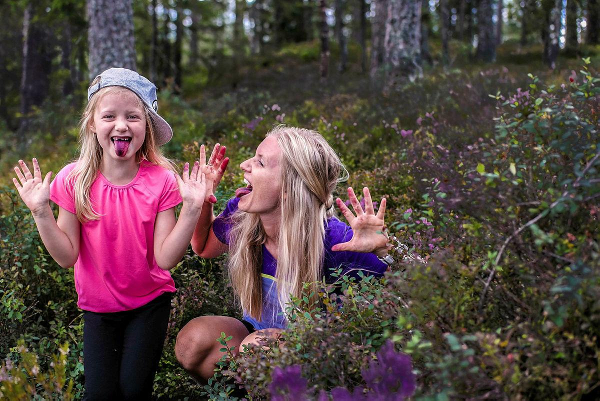 Helt på bærtur i Romerikssåsen.  Finalister i fotokonkurransen. Sommer 2016. Familietur.