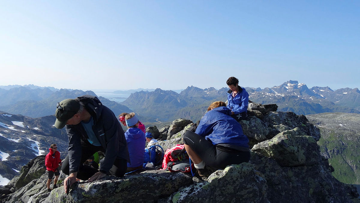 Fra toppen av Bukketind med Møysalen til høyre og Melbu i bakgrunnen