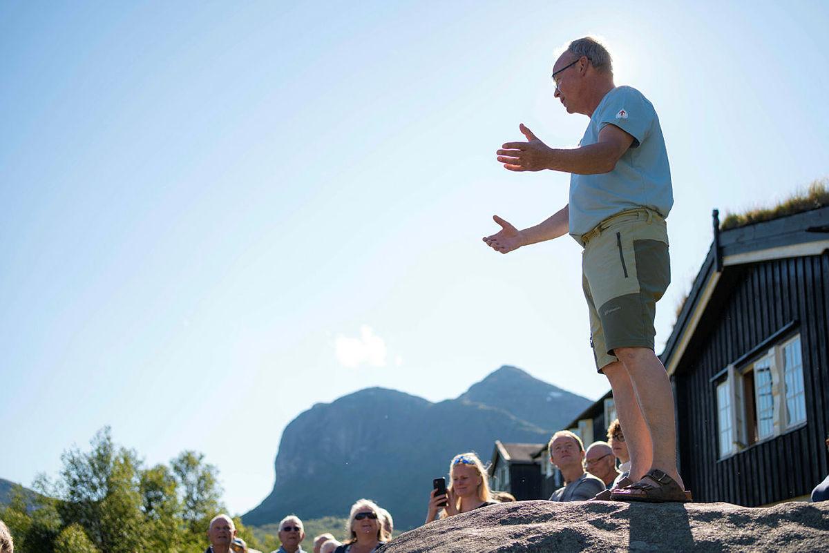 Lars Åge ønsker velkommen til jubileumsfeiring!
