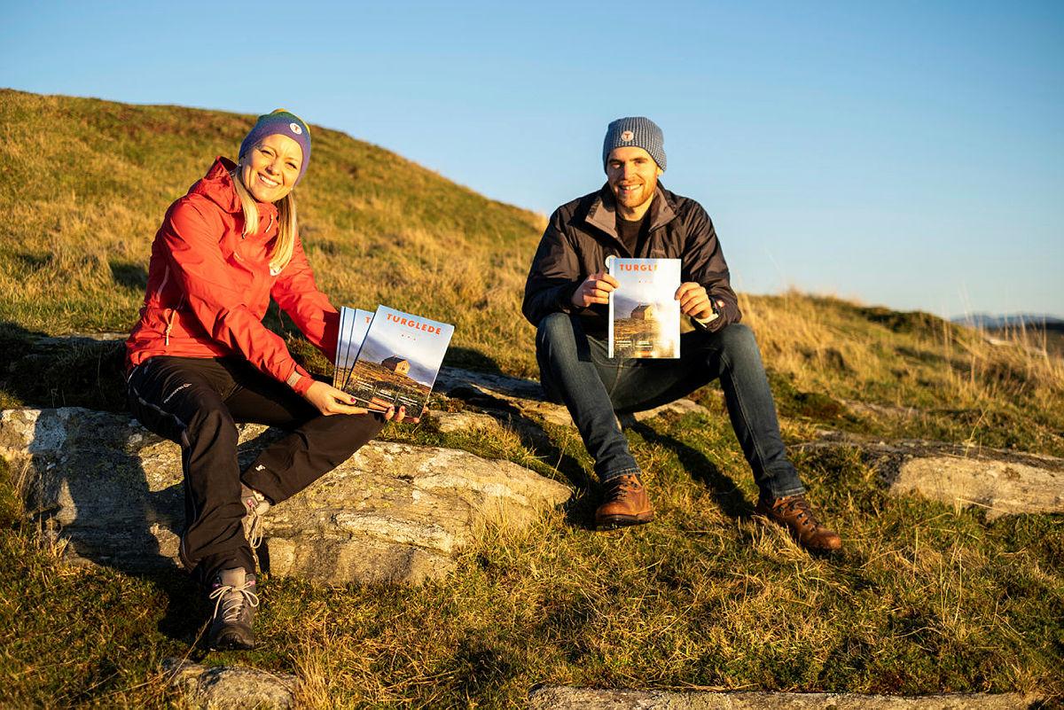 Turglede 2021. Bildet er tatt på Fjøløy. Redaksjonen ved redaktør Agnethe Larsen og John Petter Nordbø på bildet.