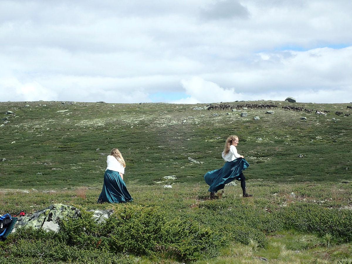 Huldredans med reinsdyr