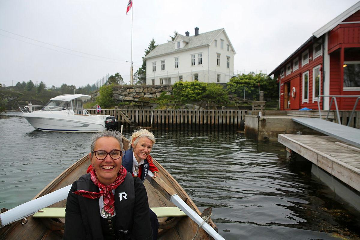 Elisabeth Skage og Helene Ødven fikk raskt teken på roingen, selv om vinden og strømforholdene var utfordrende til tider.