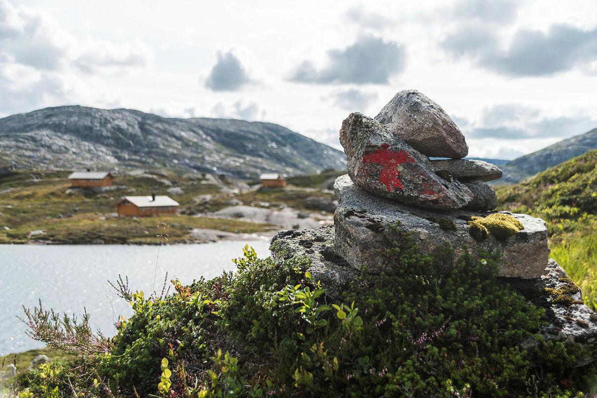 FAVORITT 3: Storsteinen turisthytte er Birks tredje favoritthytte og han liker spesielt godt fargen på denne hytta.