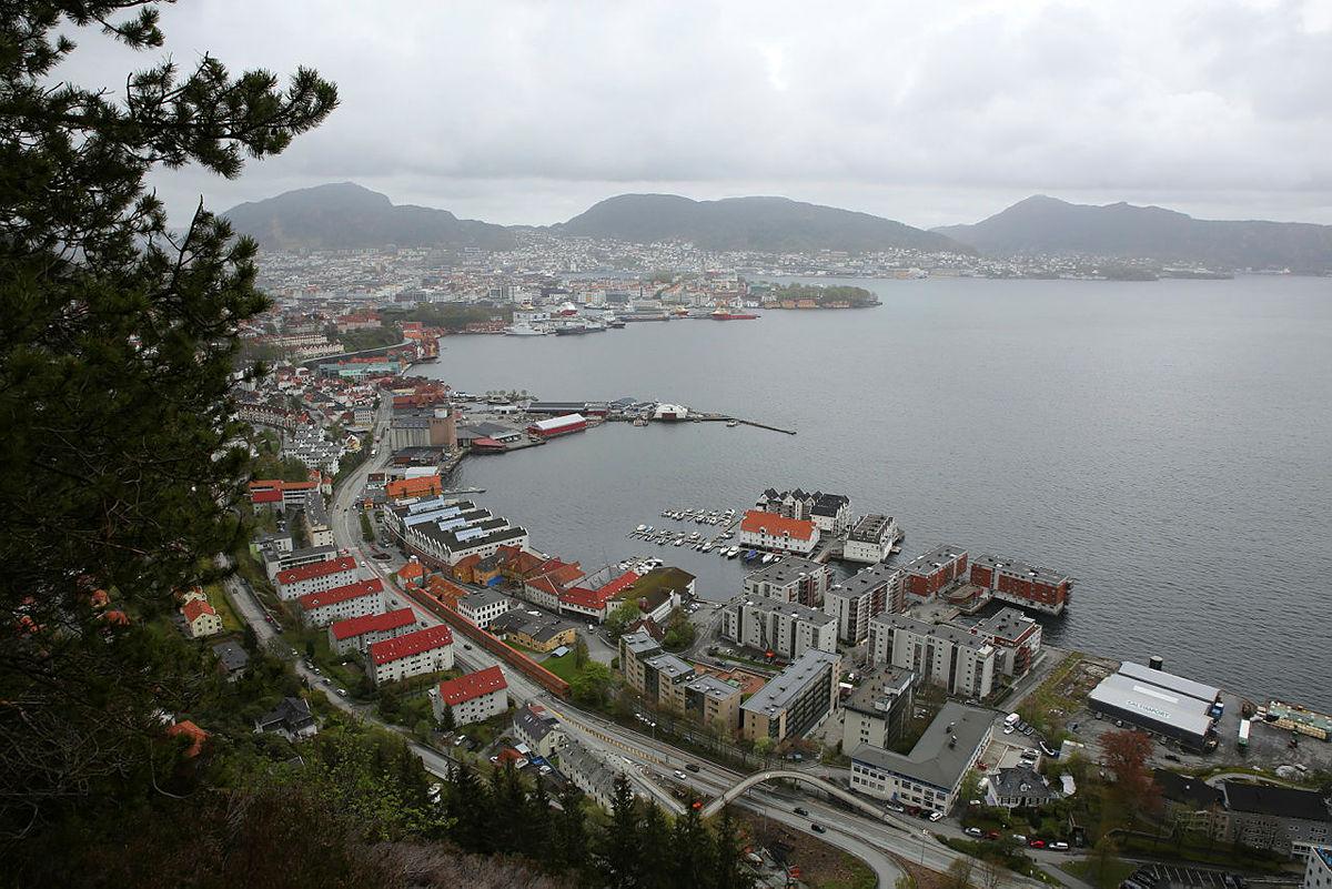 Nydelig utsikt over Bergen fra toppen.