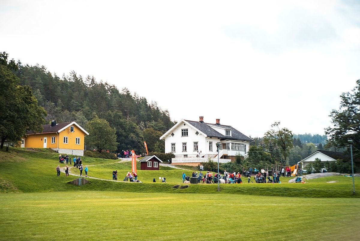 Slik kommer du deg til Breivoll Gård: Med gratis buss