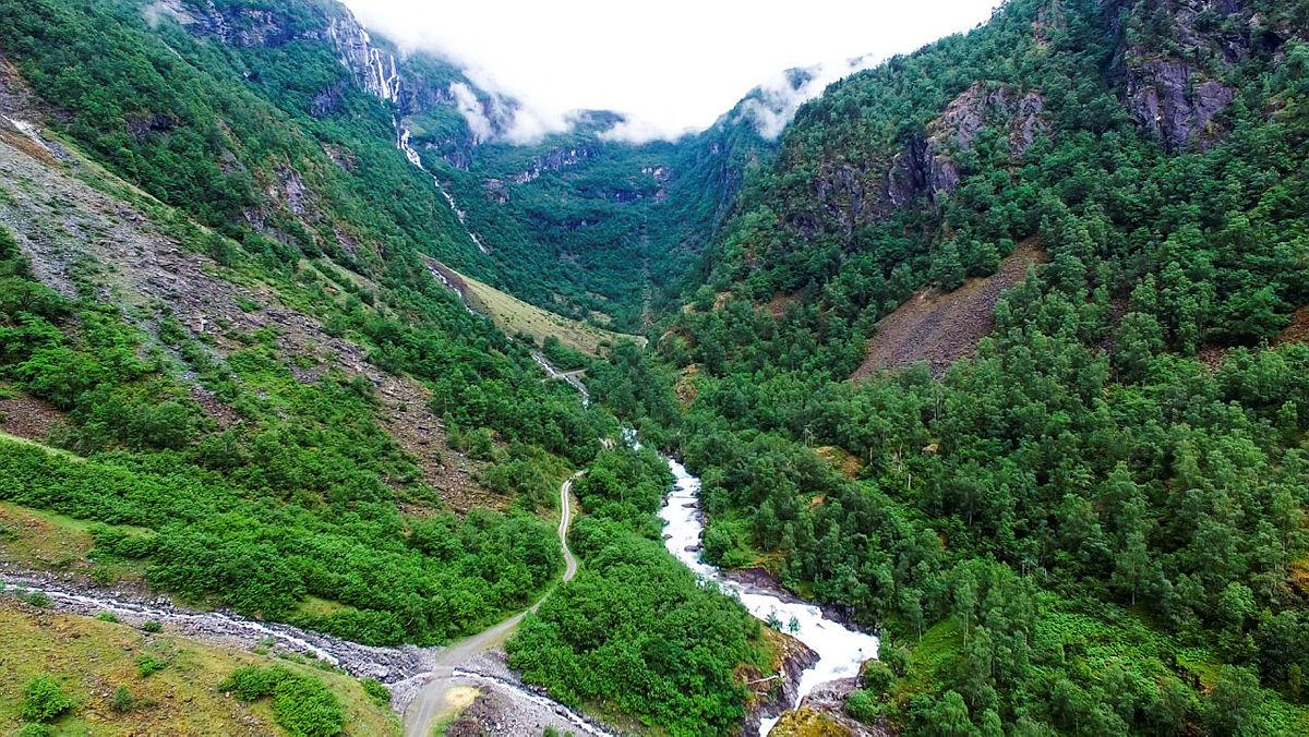 Utsikt nedvover en av Norges flotteste daler!