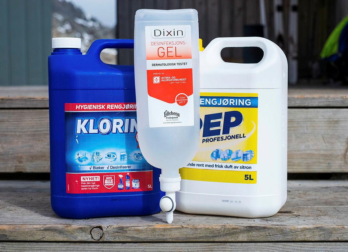 Vaskemidler, desinfeksjonsgel, antiback, klorin, pep rengjøringsmiddel. Bildene er tatt på Skåpet Turisthytte.