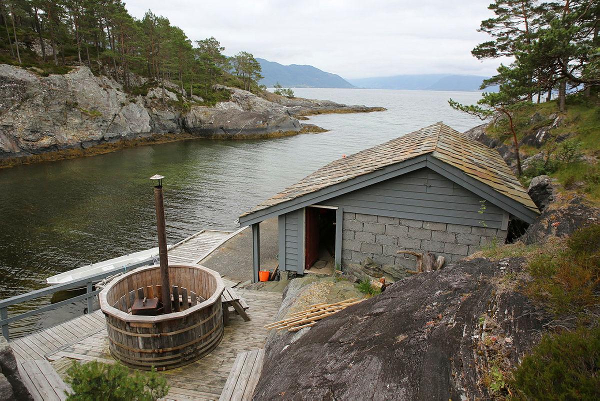 Hestvika på Varaldsøy, Kvinnherad kommune.