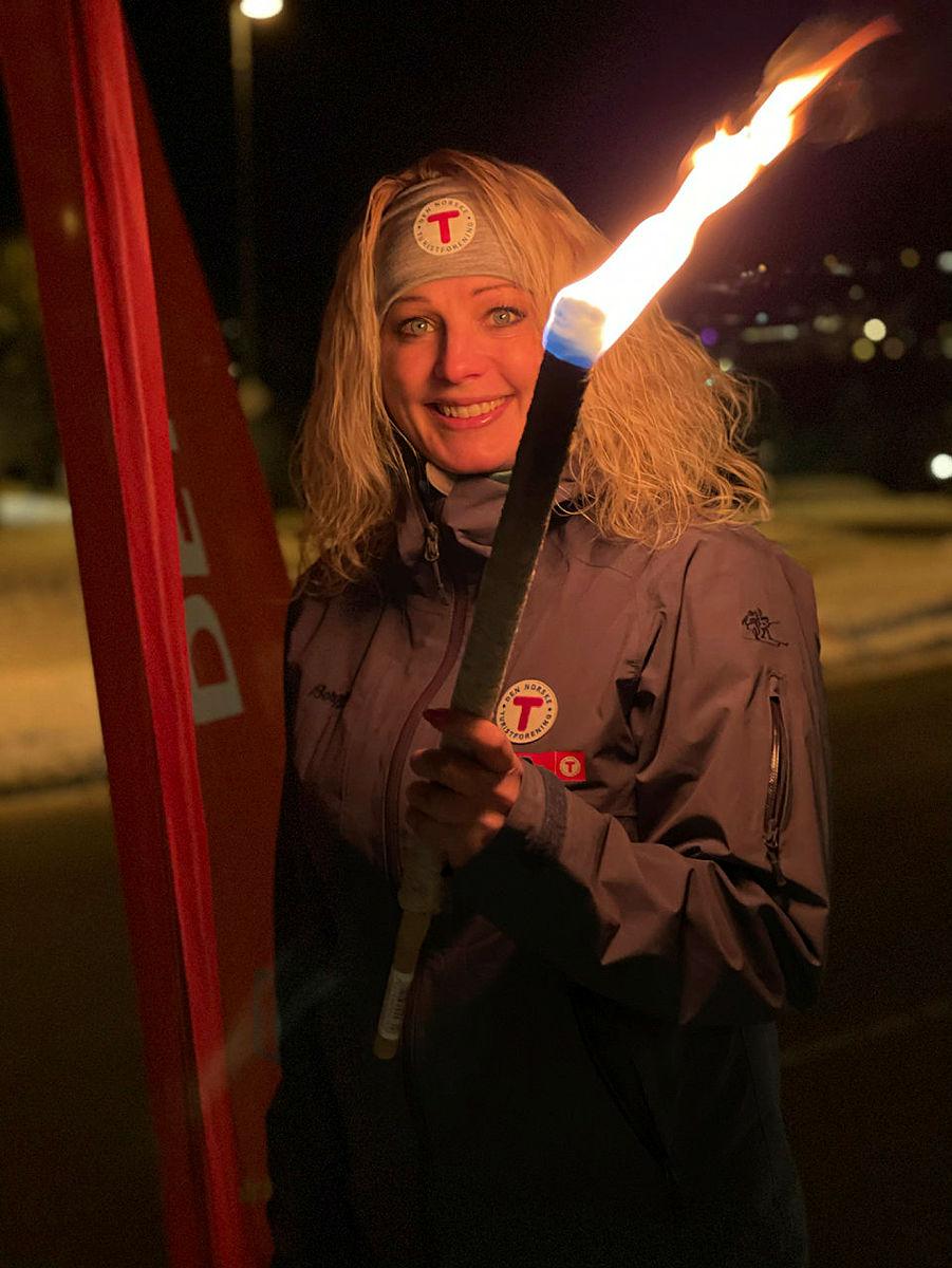 Silje Brokke inviterer til å delta på #DNTlysiMørket21