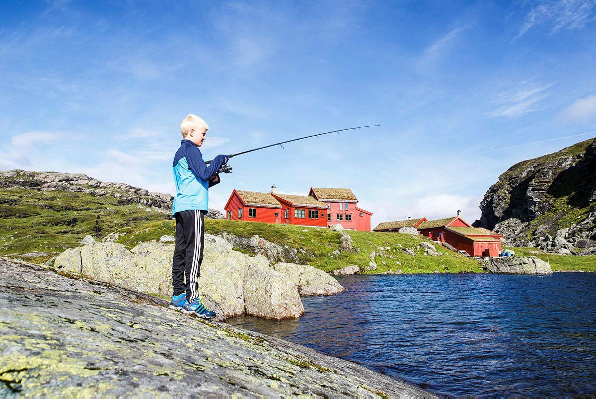 Prøv fiskelykken på Stranddalen i sommer.