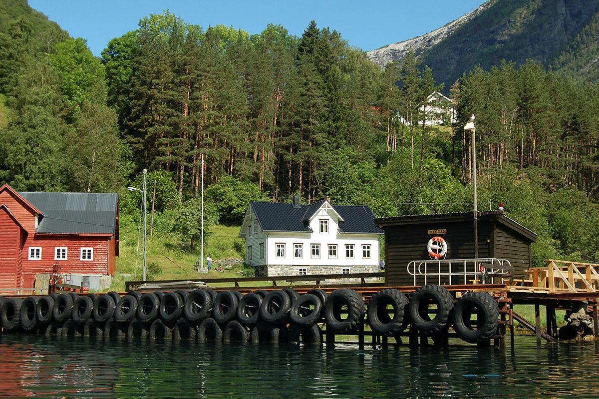 Nærøyfjorden juni 2007. Kaia på Dyrdal.
