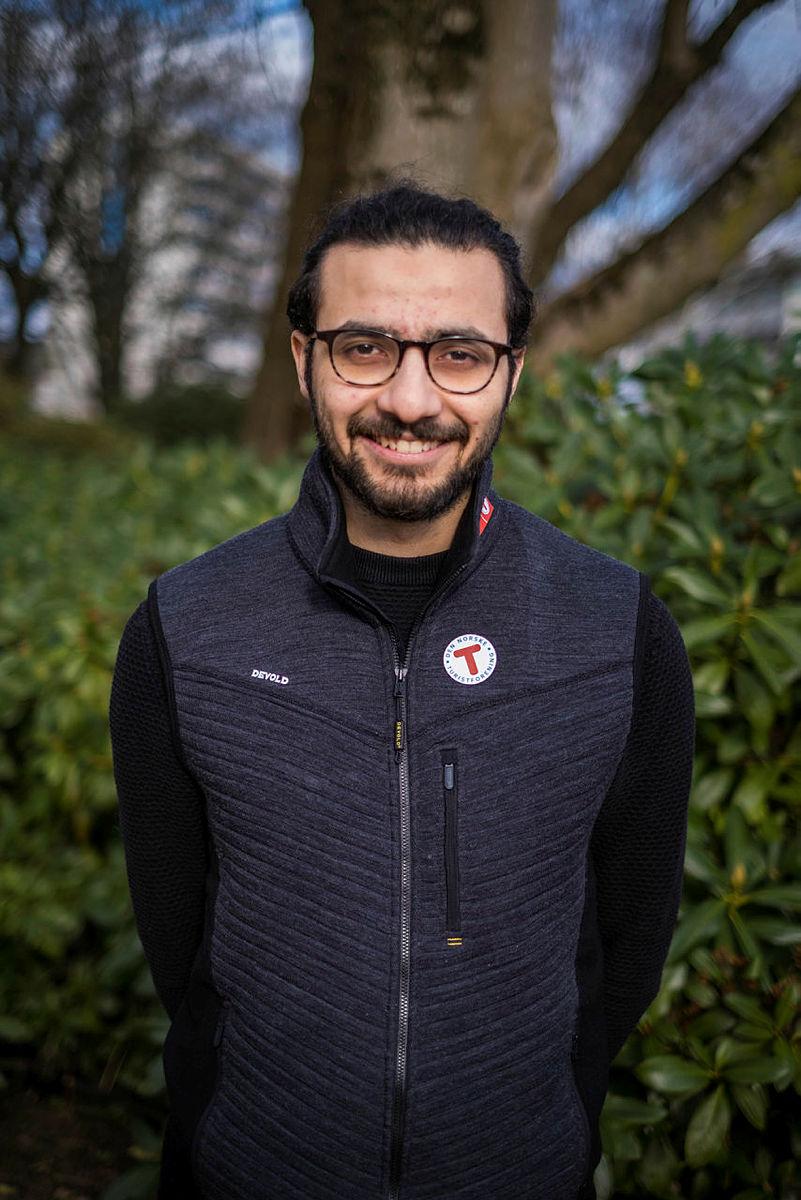 Mucahit er født og oppvokst i Tyrkia. Han kom til Norge i desember 2019.  Glad i sykkelturer  og bålsamtaler. Våren 2021 har han praksisplass.