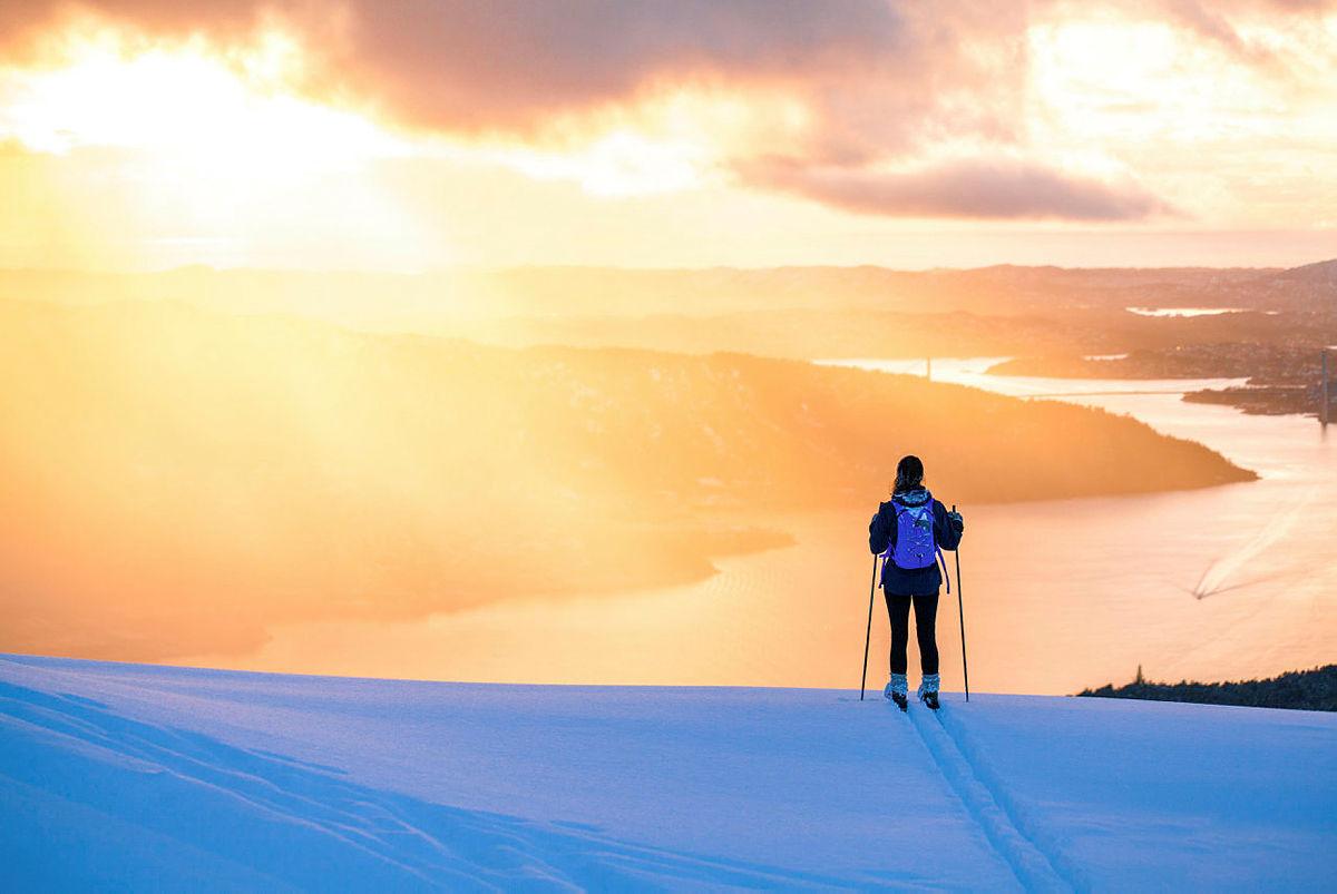 Nydelig utsikt på skitur over Bergen.