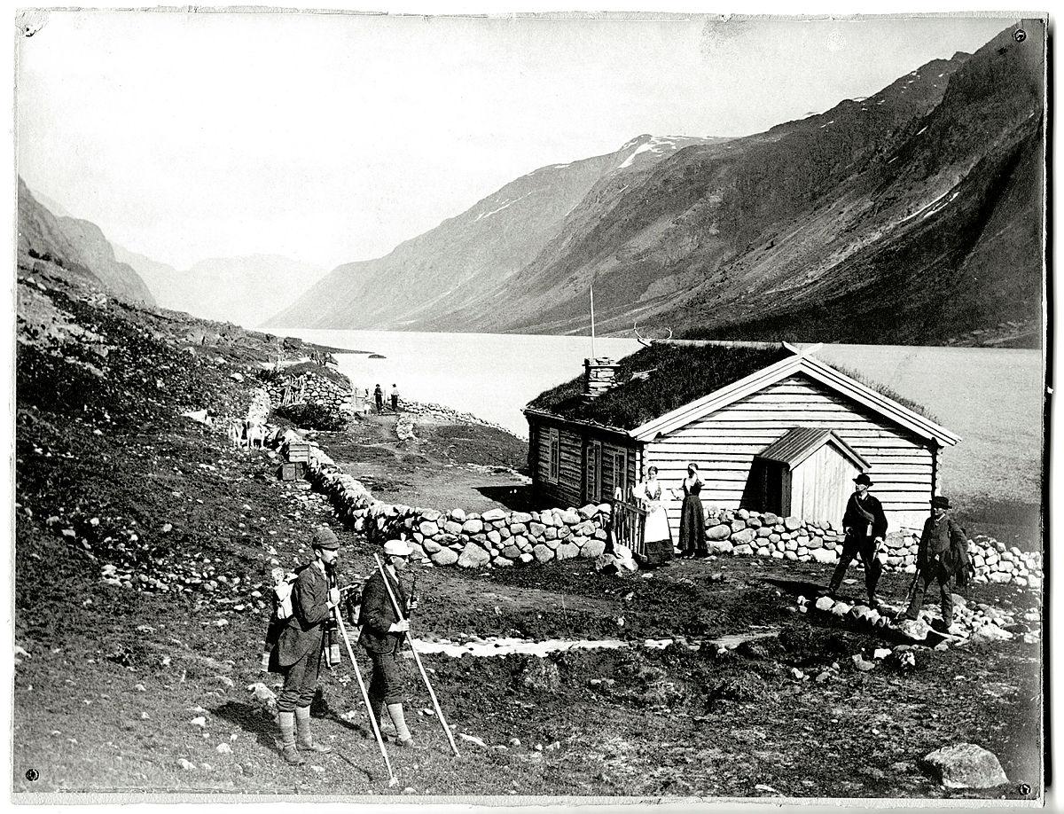 Gjendebu - eller Gjendeboden som hytta het da dette bildet ble tatt i 1872.