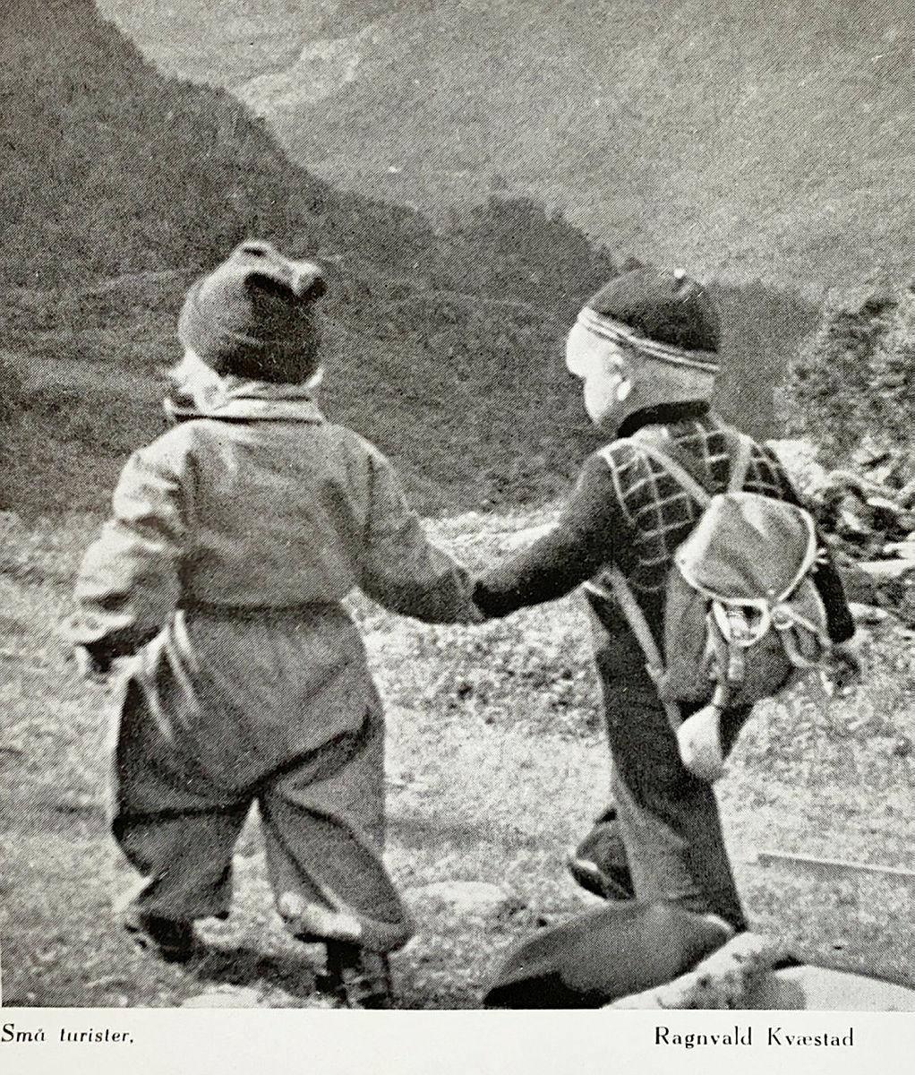 Bidrag i fotokonkurransen i årboka fra 1947.