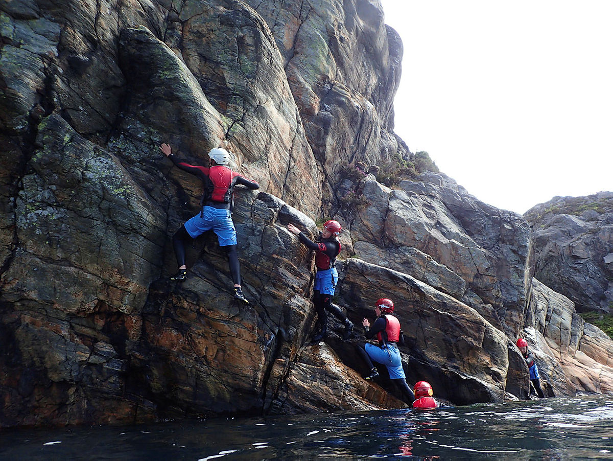 Coasteering under Basecamp Hav