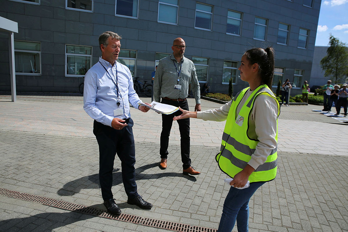 3500 overskrifter ble levert til Olav Osvoll og BKK under markeringen i går.