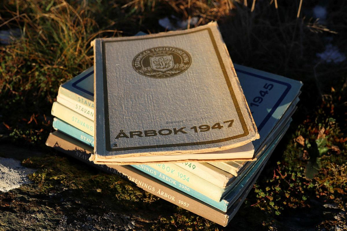 Den nye årboka er inspirert av designet til årbøkene langt tilbake i tid. Sikre deg denne ved å fornye medlemskapet ditt.