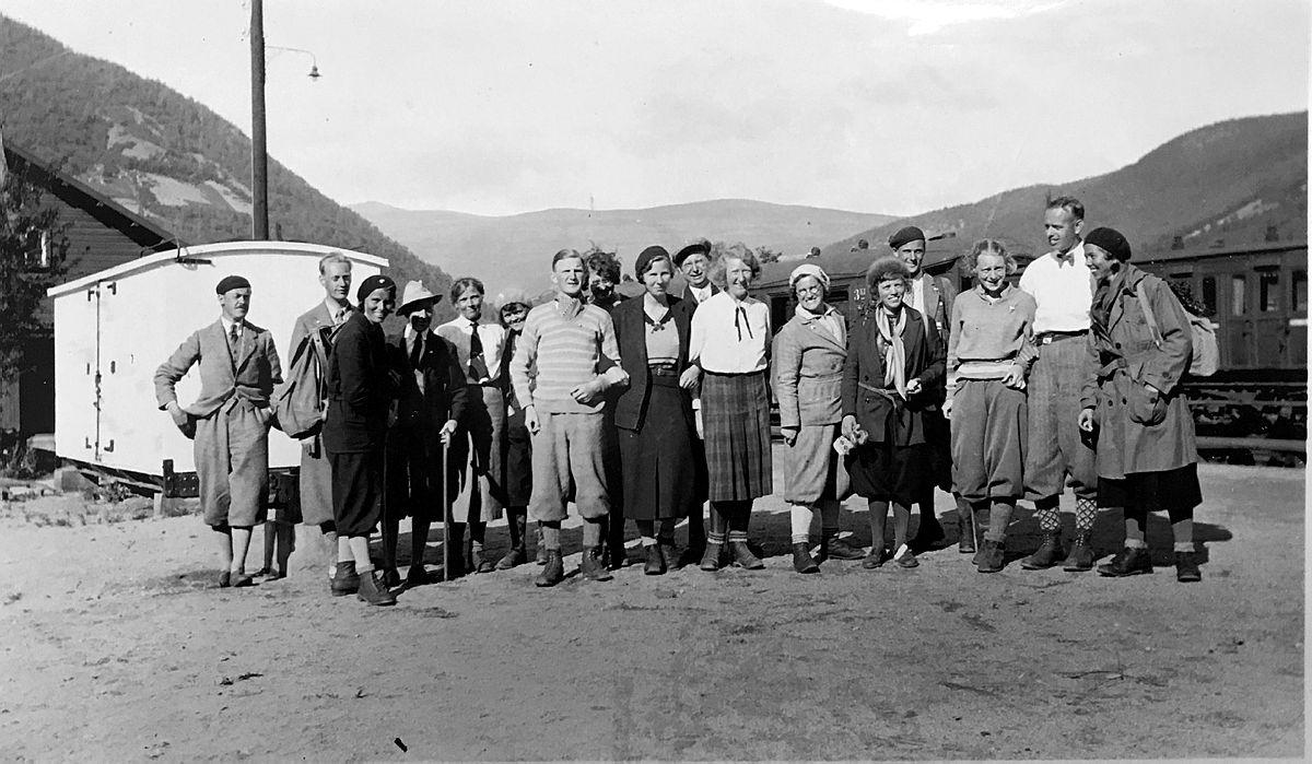 Gjengen samlet etter DNTs aller første fellestur i Rondane i 1932