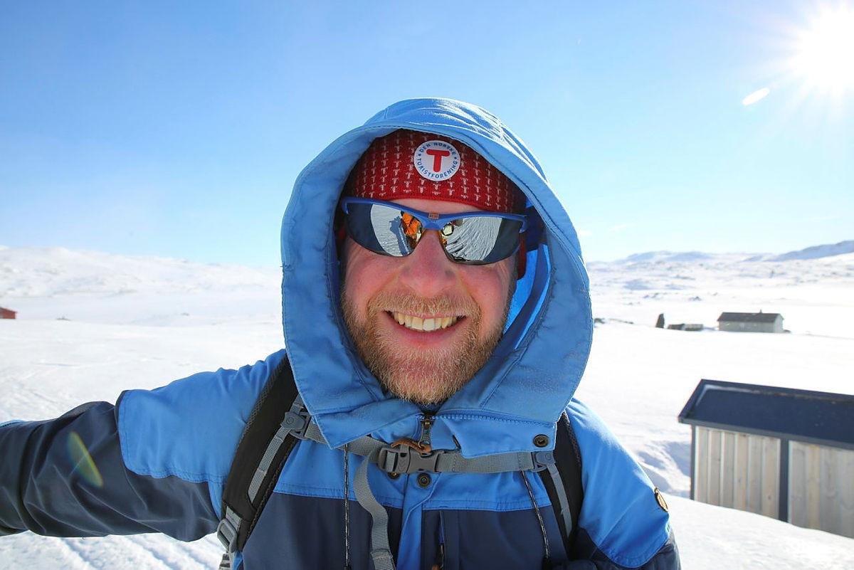 Jon Fraczak på Finse; klar for skitur til Hallingskeid i strålende vær.