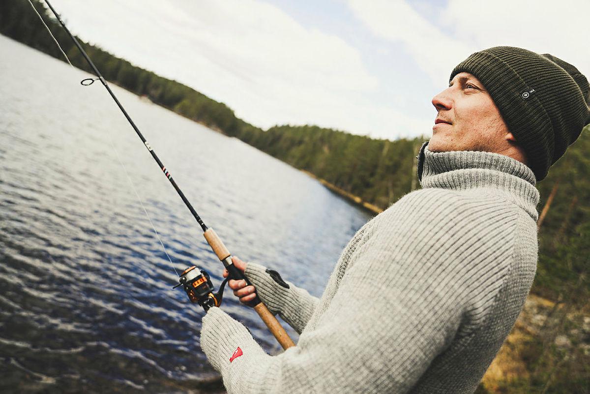 Ta med fiskestang og fiskekort (klikk på bildet for å bestille) hvis du skal til en hytte som ligger ved et fiskevann.