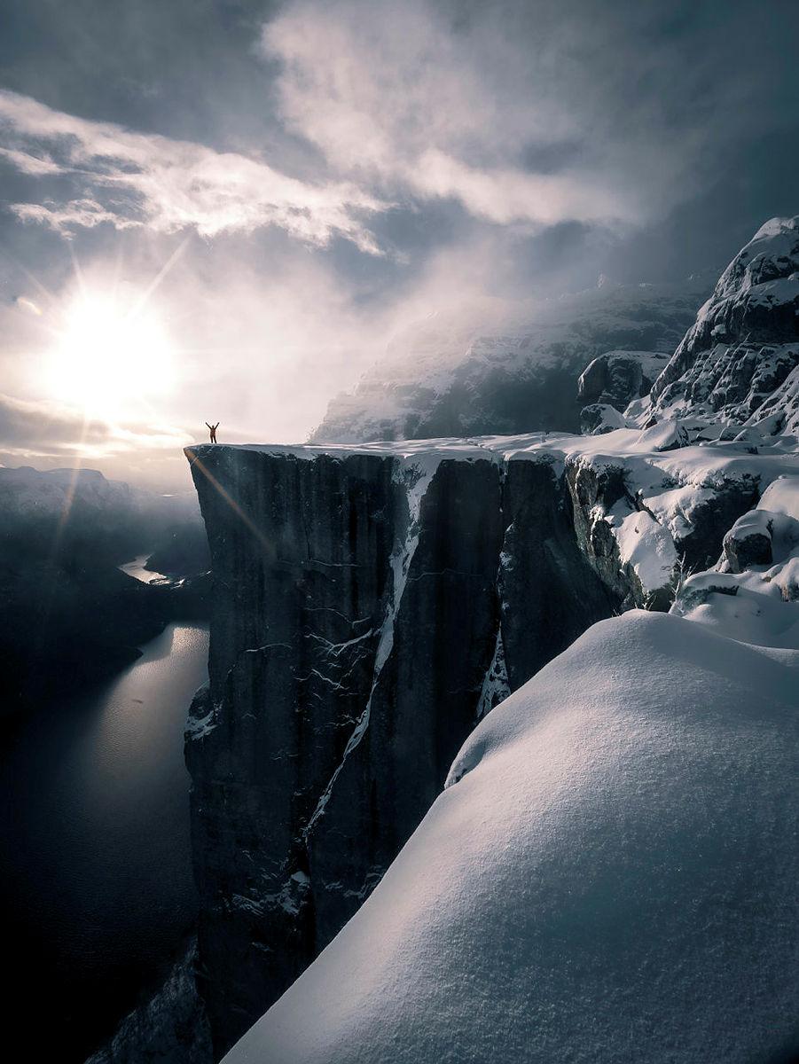 – Magisk vintertur til Preikestolen