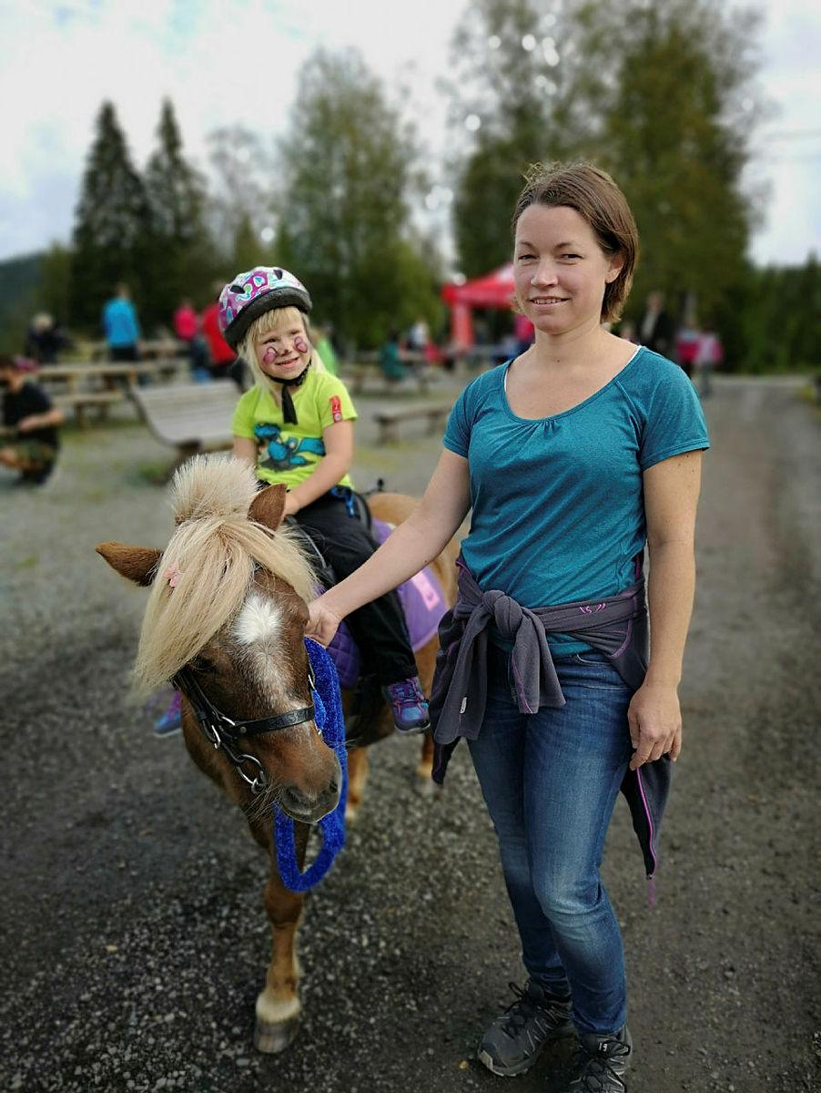 Hesteridning er populær aktivitet, her fra Eiksetra ved Utelykke hesteopplevelser.
